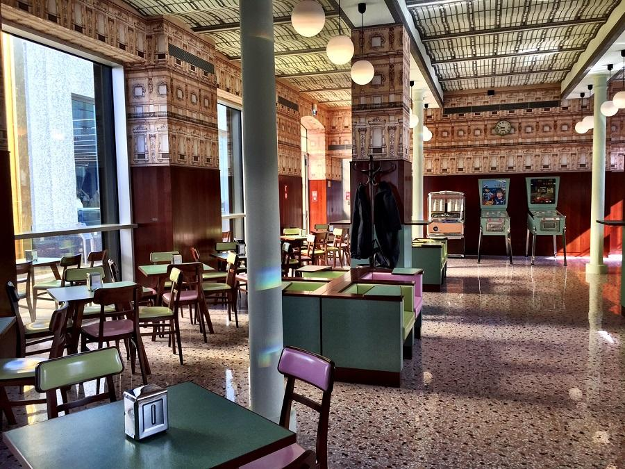 Apre oggi a milano il bar luce di wes anderson deer waves for Hotel di design milano